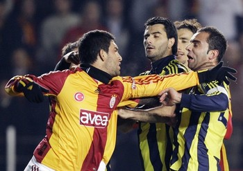 43579-turkey_soccer_galatasaray_fenerbahce_ank103_display_image