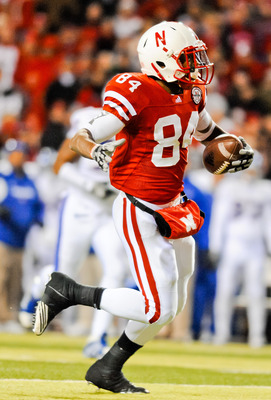 LINCOLN, NE - NOVEMBER 13: Brandon Kinnie #84 of the Nebraska Cornhuskers runs after a catch against the Kansas Jayhawks during their game at Memorial Stadium on November 13, 2010 in Lincoln, Nebraska. Nebraska Defeated Kansas 20-3. (Photo by Eric Francis
