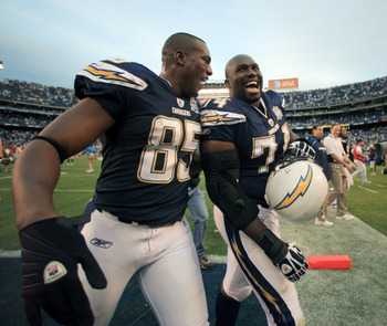 SAN DIEGO, CA - DECEMBER 20:  Tight-end Antonio Gates #85 and Jacques Cesaire #74 of the San Diego Chargers celebrate their team's 27-24 victory against the Cincinnati Bengals during the NFL game on December 20, 2009 at Qualcomm Stadium in San Diego, Cali