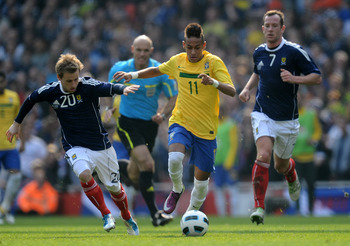 LONDON, ENGLAND - MARCH 27:  Neymar of Brazil is chased down by Barry Bannan of Scotland during the International friendly match between Brazil and Scotland at Emirates Stadium on March 27, 2011 in London, England.  (Photo by Mike Hewitt/Getty Images)
