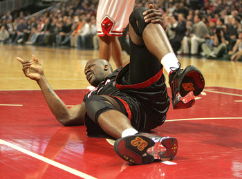CHICAGO - FEBRUARY 22:  Shaquille O'Neal #32 of the Miami Heat points to the Heat bench after injuring his knee in the first quarter against the Chicago Bulls on February 22, 2005 at the United Center in Chicago, Illinois.  NOTE TO USER: User expressly ac