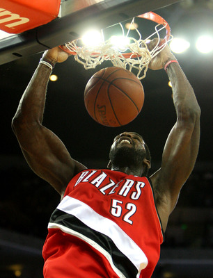 OAKLAND, CA - NOVEMBER 20:  Greg Oden #52 of the Portland Trail Blazers dunks against the Golden State Warriors during an NBA game at Oracle Arena on November 20, 2009 in Oakland, California.  (Photo by Jed Jacobsohn/Getty Images)
