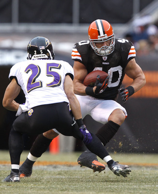 CLEVELAND - DECEMBER 26:  Tailback Peyton Hillis #40 of the Cleveland Browns runs the ball by cornerback Chris Carr #25 of the Baltimore Ravens at Cleveland Browns Stadium on December 26, 2010 in Cleveland, Ohio.  (Photo by Matt Sullivan/Getty Images)