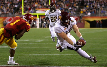 TEMPE, AZ - DECEMBER 31:  Tight end Nick Tow-Arnett #48 of the Minnesota Golden Gophers dives into the endzone to score on a 23 yard reception past David Sims #1 of the Iowa State Cyclones during the Insight Bowl at Arizona Stadium on December 31, 2009 in