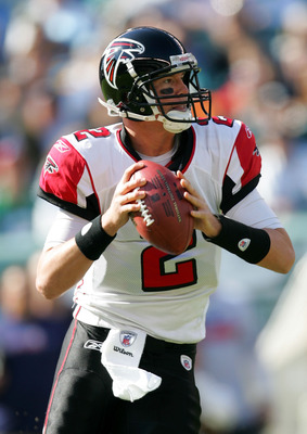 PHILADELPHIA - OCTOBER 26:  Quarterback Matt Ryan #2 of the Atlanta Falcons prepares to throw the ball during the game against the Philadelphia Eagles on October 26, 2008 at Lincoln Financial Field in Philadelphia, Pennsylvania.The Eagles defeated the Fal