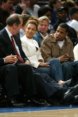NEW YORK - APRIL 14:  (L-R) Singer Beyonce and rapper Jay-Z talk with former Knicks player Senator Bill Bradley at the New York Knicks v Cleveland Cavaliers game at Madison Square Garden on April 14, 2004 in New York City.   (Photo by Ray Amati/Getty Imag