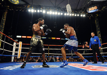 CARSON, CA - SEPTEMBER 27:  Shane Mosley f(L) ights Ricardo Mayorga of Nicaragua in the seventh round during their junior middleweight bout at the Home Depot Center on September 27, 2008 in Carson, California.  (Photo by Harry How/Getty Images)