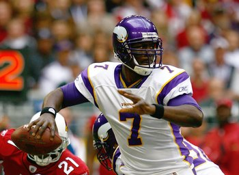 GLENDALE, AZ - DECEMBER 14:  Quarterback Tarvaris Jackson #7 of the Minnesota Vikings motions to pass the ball during their NFL game against the Arizona Cardinals at the University of Phoenix Stadium on December 14, 2008 in Glendale, Arizona. The Vikings