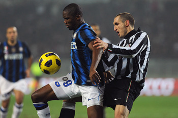TURIN, ITALY - FEBRUARY 13:  Giorgio Chiellini (R) of Juventus FC tackles Samuel Eto'o of FC Internazionale Milano during the Serie A match between Juventus FC and FC Internazionale Milano at Olimpico Stadium on February 13, 2011 in Turin, Italy.  (Photo
