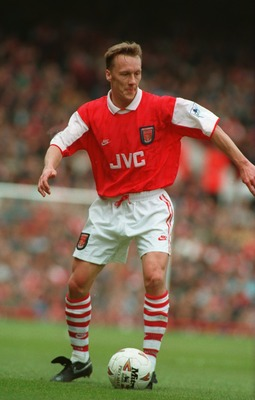 15 APR 1995:  LEE DIXON OF ARSENAL IN ACTION DURING THE PREMIERSHIP MATCH AGAINST IPSWICH TOWN AT HIGHBURY. ARSENAL WON THE GAME 4-1. Mandatory Credit: Chris Cole/ALLSPORT