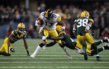 ARLINGTON, TX - FEBRUARY 06:  Mike Wallace #17 of the Pittsburgh Steelers runs with the ball against the Green Bay Packers during Super Bowl XLV at Cowboys Stadium on February 6, 2011 in Arlington, Texas. Packers won 31-25.  (Photo by Al Bello/Getty Image
