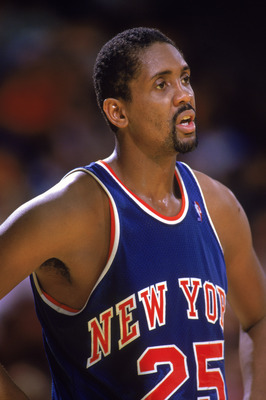LOS ANGELES - 1987:  Bill Cartwright #25 of the New York Knicks stands on the court during an NBA game against the Los Angeles Lakers at the Great Western Forum in Los Angeles, California in 1987.  (Photo by: Rick Stewart/Getty Images)