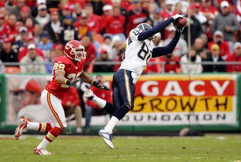 KANSAS CITY, MO - OCTOBER 22:  Wide receiver Malcom Floyd #80 of the San Diego Chargers makes a catch near safety Sammy Knight #29 of the Kansas City Chiefs during the game on October 22, 2006 at Arrowhead Stadium in Kansas City, Missouri. The Chiefs won