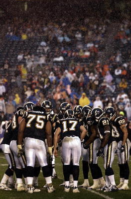 SAN DIEGO - DECEMBER 31:  Back up quarterback Philip Rivers #17 of the San Diego Chargers in huddle with the offense against the Denver Broncos the 2nd half of their NFL Game on December 31, 2005 at Qualcomm Stadium in San Diego, California. The Broncos w