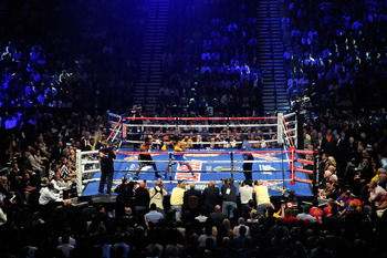 LAS VEGAS, NV - MAY 07:  Shane Mosley and Manny Pacquiao of the Philippines in the ring during the second round in the WBO welterweight title fight at MGM Grand Garden Arena on May 7, 2011 in Las Vegas, Nevada.  (Photo by Ethan Miller/Getty Images)