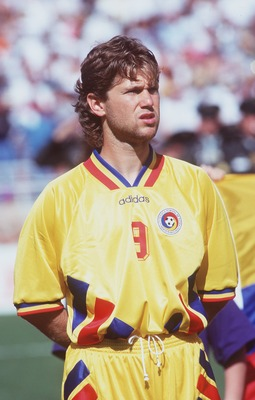 18 JUN 1994:  FLORIN RADUCIOIU OF ROMANIA LINES UP PRIOR TO THE ROMANIA V COLOMBIA 1994 WORLD CUP MATCH AT THE ROSE BOWL IN PASADENA, CALIFORNIA. Mandatory Credit: Shaun Botterill/ALLSPORT