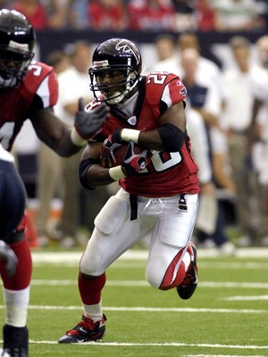 ATLANTA, GA - SEPTEMBER 30: Running back Warrick Dunn #28 of the Atlanta Falcons rushs upfield against the Houston Texans at the Georgia Dome on September 30, 2007 in Atlanta, Georgia.  (Photo by Al Messerschmidt/Getty Images)