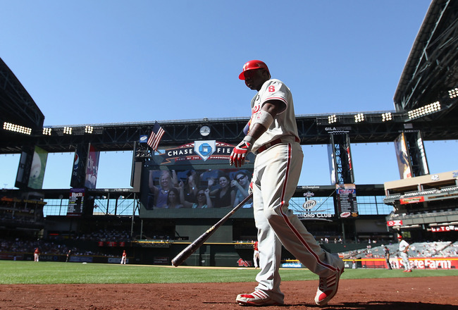 PHOENIX, AZ - APRIL 27:  Ryan Howard #6 of the Philadelphia Phillies walks up to the on deck circle during the Major League Baseball game against the Arizona Diamondbacks at Chase Field on April 27, 2011 in Phoenix, Arizona. The Phillies defeated the Diam
