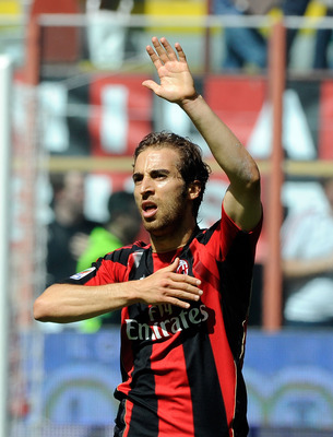 MILAN, ITALY - MAY 01:  Mathieu Flamini of AC Milan celebrates scoring the first goal during the Serie A match between AC Milan and Bologna FC at Stadio Giuseppe Meazza on May 1, 2011 in Milan, Italy.  (Photo by Claudio Villa/Getty Images)
