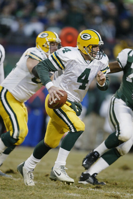 EAST RUTHERFORD, NJ - DECEMBER 29:  Quarterback Brett Favre #4 of the Green Bay Packers scrambles for yards during the NFL game against the New York Jets at Giants Stadium on December 29, 2002 in East Rutherford, New Jersey. The Jets won 42-17.  (Photo by