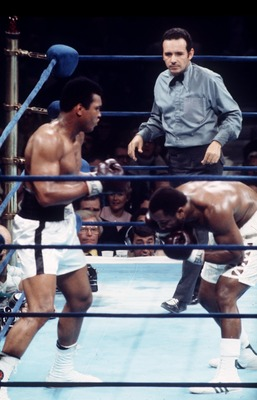 1974:  MUHAMMAD ALI OUTPOINTS JOE FRAZIER IN NEW YORK. Mandatory Credit: Allsport UK/ALLSPORT