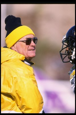 11 Nov 1995:  Coach Hayden Fry of the Northwestern Wildcats speaks with one of his players during a game against the Iowa Hawkeyes at Dyche Stadium in Evanston, Illinois.  Northwestern won the game 31-20. Mandatory Credit: Jonathan Daniel  /Allsport