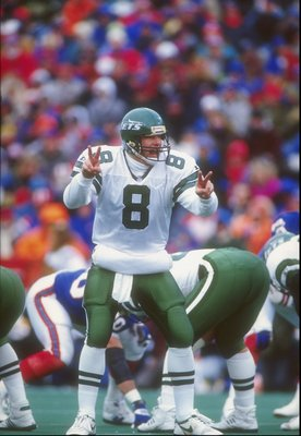 6 DEC 1992:  BROWNING NAGLE, QUARTERBACK OF THE NEW YORK JETS, CALLS AN AUDIBLE DURING THEIR 24-17 WIN OVER THE BUFFALO BILLS AT RICH STADIUM IN ORCHARD PARK, NEW YORK. Mandatory Credit: Rick Stewart  /Allsport