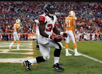 TAMPA, FL - DECEMBER 05:  Running back Ovie Mughelli #34 of the Atlanta Falcons celebrates his touchdown against the Tampa Bay Buccaneers during the game at Raymond James Stadium on December 5, 2010 in Tampa, Florida.  (Photo by J. Meric/Getty Images)