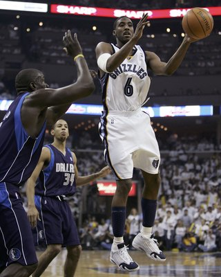 MEMPHIS, TN - APRIL 29:  Eddie Jones #6 of the Memphis Grizzlies looks to pass as DeSagana Diop #7 of the Dallas Mavericks defends in game three of the Western Conference Quarterfinals during the 2006 NBA Playoffs at FedexForum on April 29, 2006 in Memphi