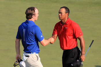 AUGUSTA, GA - APRIL 10:  (L-R) Martin Laird of Scotland and Tiger Woods shake hands on the 18th green during the final round of the 2011 Masters Tournament on April 10, 2011 in Augusta, Georgia.  (Photo by David Cannon/Getty Images)
