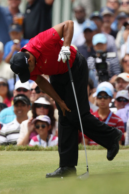 SAN DIEGO - JUNE 15:  Tiger Woods clutches his knee during the final round of the 108th U.S. Open at the Torrey Pines Golf Course (South Course) on June 15, 2008 in San Diego, California.  (Photo by Ross Kinnaird/Getty Images)