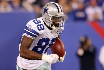 EAST RUTHERFORD, NJ - NOVEMBER 14:  Dez Bryant #88 of the Dallas Cowboys runs the ball against the New York Giants on November 14, 2010 at the New Meadowlands Stadium in East Rutherford, New Jersey.  (Photo by Jim McIsaac/Getty Images)