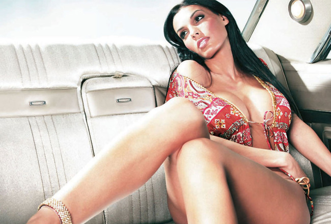 Carmella-decesare-wallpaper_crop_650x440
