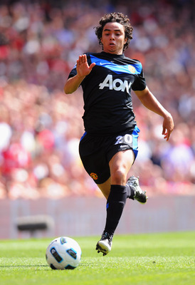 LONDON, ENGLAND - MAY 01:  Fabio da Silva of Manchester United in action during the Barclays Premier League match between Arsenal and Manchester United at the Emirates Stadium on May 1, 2011 in London, England.  (Photo by Mike Hewitt/Getty Images)