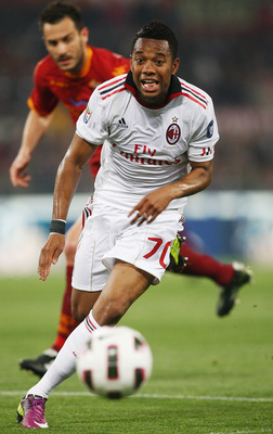 ROME, ITALY - MAY 07:  Robinho of AC Milan in action during the Serie A match between AS Roma and AC Milan at Stadio Olimpico on May 7, 2011 in Rome, Italy.  (Photo by Paolo Bruno/Getty Images)