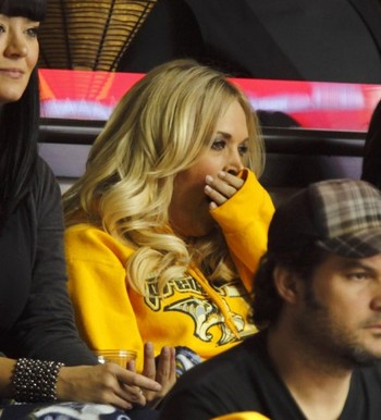 Carrie-underwood-hockey-game-nashville-05062011-04-430x474_display_image