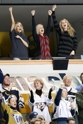 Carrie_underwood_nashville_predators_game_2_display_image