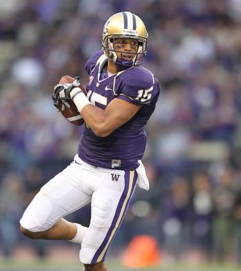 SEATTLE - SEPTEMBER 11:  Wide receiver Jermaine Kearse #15 of the Washington Huskies rushes against the Syracuse Orange on September 11, 2010 at Husky Stadium in Seattle, Washington. (Photo by Otto Greule Jr/Getty Images)