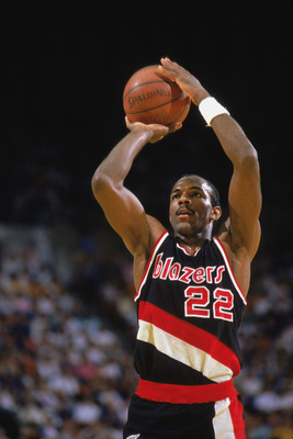 1989:  Clyde Drexler #22 of the Portland Trail Blazers shoots a free throw during the 1988-1989 NBA season.  (Photo by Stephen Dunn/Getty Images)