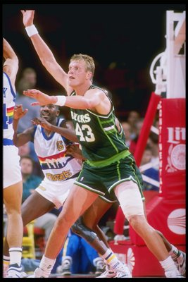 1989:  Jack Sikma of the Milwaukee Bucks fights for position during a game against the Denver Nuggets at the McNichols Sports Arena in Denver, Colorado. Mandatory Credit: Tim de Frisco  /Allsport