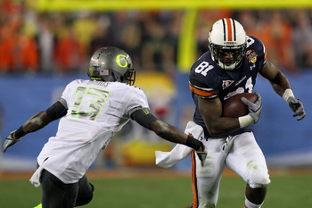 GLENDALE, AZ - JANUARY 10:  Terrell Zachery #81 of the Auburn Tigers runs against Cliff Harris #13 of the Oregon Ducks during the Tostitos BCS National Championship Game at University of Phoenix Stadium on January 10, 2011 in Glendale, Arizona.  (Photo by