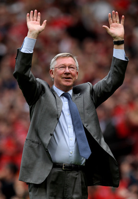 MANCHESTER, ENGLAND - MAY 08:  Manchester United Manager Sir Alex Ferguson takes a bow at the end of the Barclays Premier League match between Manchester United and Chelsea at Old Trafford on May 8, 2011 in Manchester, England.  (Photo by Alex Livesey/Get