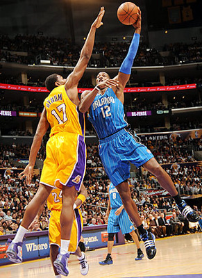 Andrew-bynum-dwight-howard_display_image