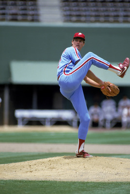 SAN DIEGO - 1986:  Steve Carlton #32 of the Philadelphia Phillies winds up the pitch during the 1986 season MLB game against the San Diego Padres at Jack Murphy Stadium in San Diego, California.  (Photo by Stephen Dunn/Getty Images)