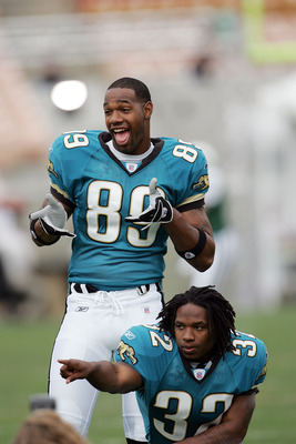 LOS ANGELES - MAY 20:  Running back Maurice Drew (bottom) #32, the Jacksonville Jaguars second round NFL draft pick, hams it up for trading card photos with wide receiver Marcedes Lewis #89, the Jaguars first round NFL draft pick, during the NFL Players R