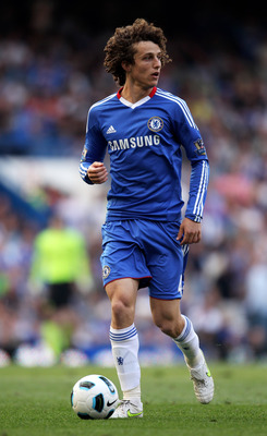 LONDON, ENGLAND - APRIL 30:  David Luiz of Chelsea looks to pass the ball during the Barclays Premier League match between Chelsea and Tottenham Hotspur at Stamford Bridge on April 30, 2011 in London, England.  (Photo by Scott Heavey/Getty Images)