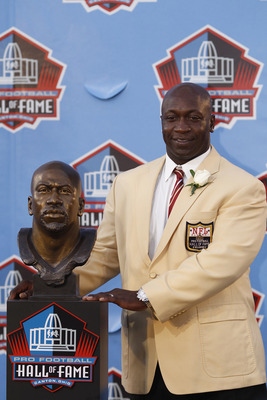 CANTON, OH - AUGUST 7: John Randle poses with his bust during the 2010 Pro Football Hall of Fame Enshrinement Ceremony at the Pro Football Hall of Fame Field at Fawcett Stadium on August 7, 2010 in Canton, Ohio. (Photo by Joe Robbins/Getty Images)