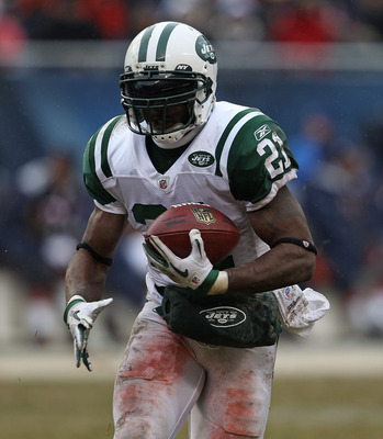 CHICAGO, IL - DECEMBER 26: LaDainian Thomlinson #21 of the New York Jets runs against the Chicago Bears at Soldier Field on December 26, 2010 in Chicago, Illinois. The Bears defeated the Jets 38-34.  (Photo by Jonathan Daniel/Getty Images)