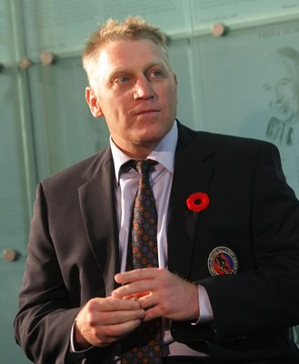 TORONTO, ON - NOVEMBER 09: Brett Hull speaks with the media at the Hockey Hall of Fame Induction Photo Opportunity at the Hockey Hall of Fame on November 9, 2009 in Toronto, Canada. (Photo by Bruce Bennett/Getty Images)