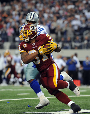 ARLINGTON, TX - NOVEMBER 22:  Running back Rock Cartwright #31 of the Washington Redskins runs the ball against Bradie James #56 of the Dallas Cowboys at Cowboys Stadium on November 22, 2009 in Arlington, Texas.  (Photo by Ronald Martinez/Getty Images)